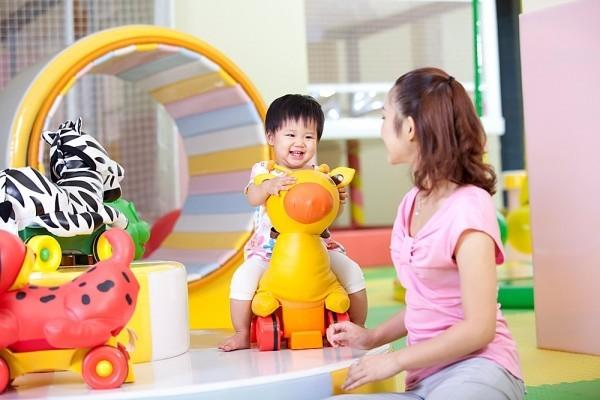 huong-dan-chon-do-choi-thong-minh-va-an-toan-cho-be-tu-1-3-tuoi3